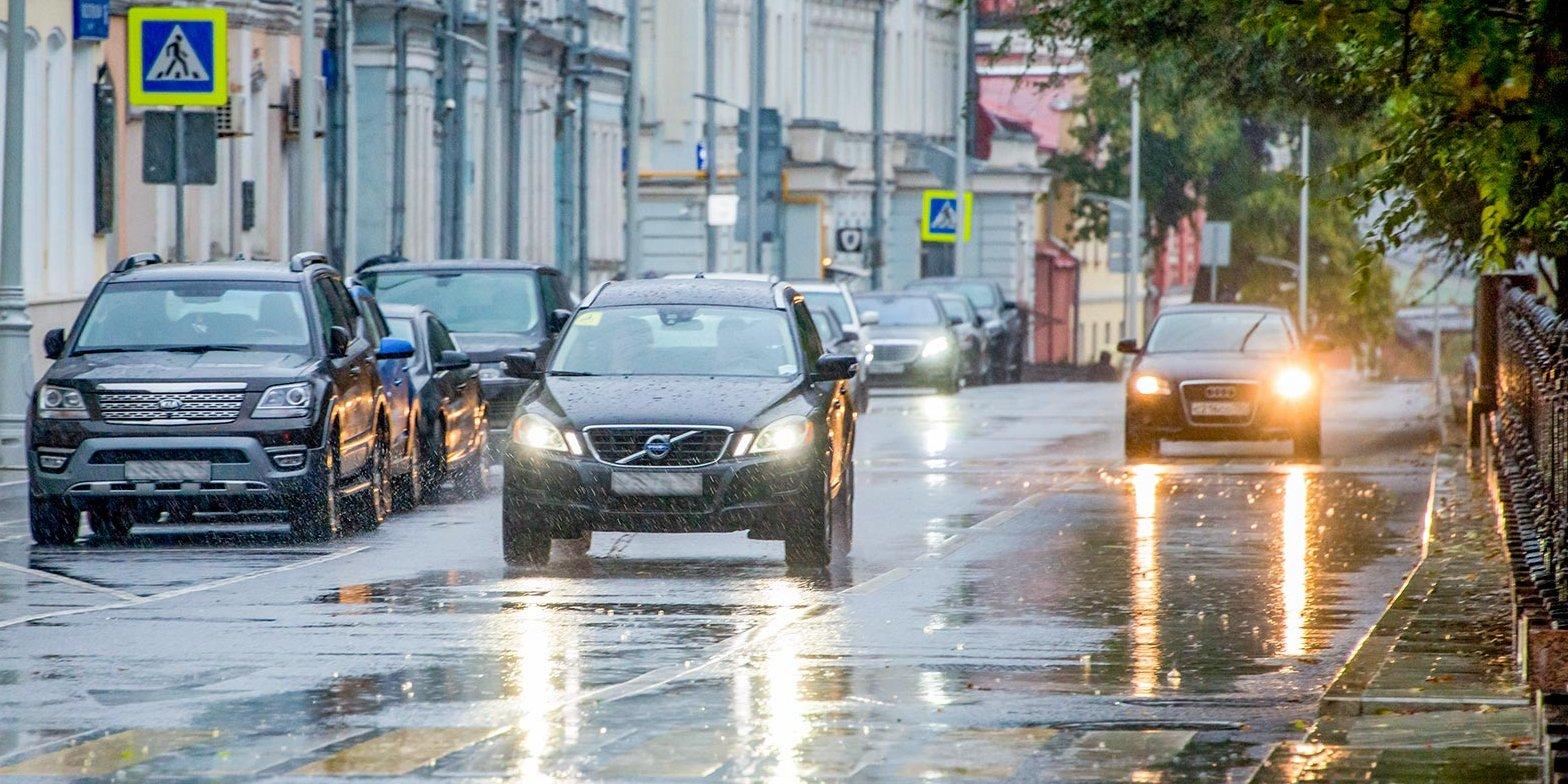 В Москве из-за вероятных осадков на усиленный режим работы перешли бригады Мосводостока