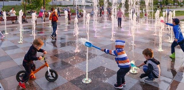 В парке имени Святослава Федорова сухой фонтан уже зпустили