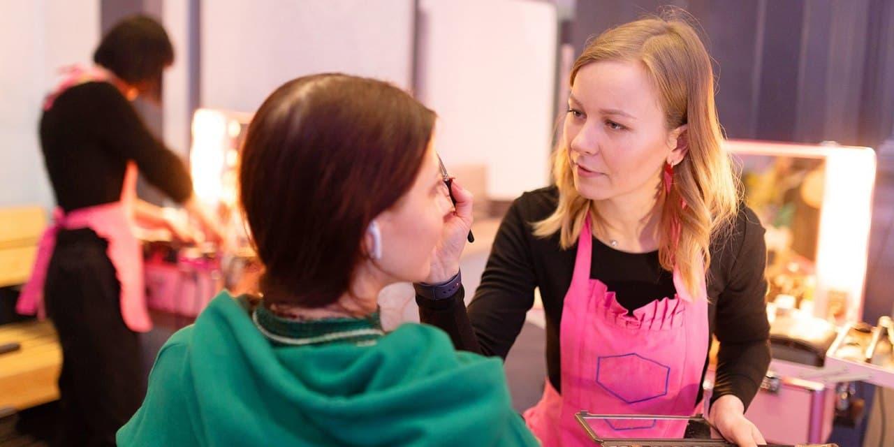 Девушек из района Ховрино приглашают на онлайн-мастер-класс по уходу за кожей и макияжум