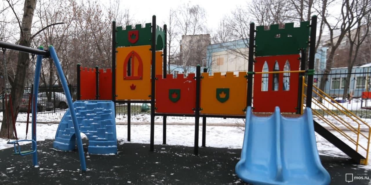 В районе Ховрино проверили безопасность детских площадок