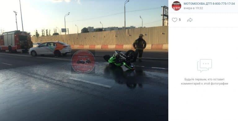Авария с участием каргшеринга и мотоцикла произошла на Зеленоградской